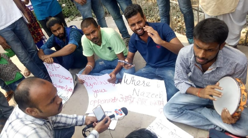 बीएचयू में अमित शाह के खिलाफ छात्रों का विरोध प्रदर्शन।