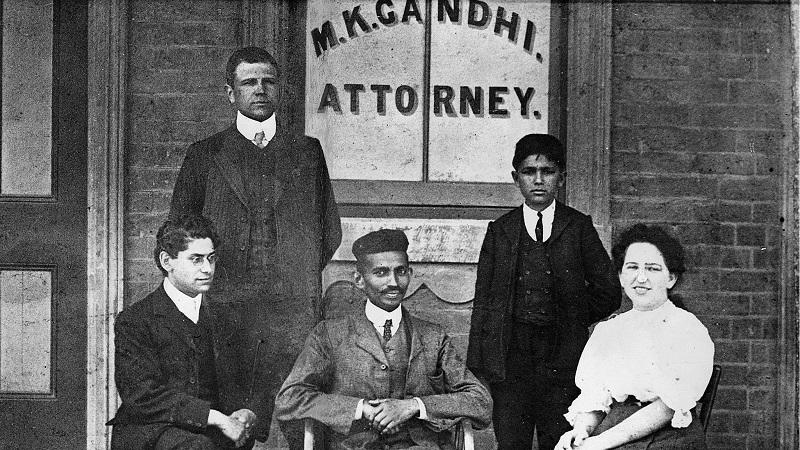 गांधी अपने शुरुआती दौर में।