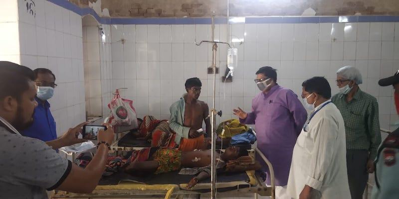 माले विधायक सुदामा अस्पताल में ग्रामीणों से मिलते हुए।