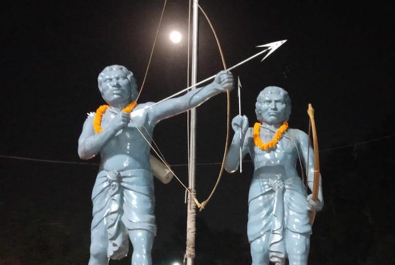 जादूगोड़ा (पूर्वी सिंहभूमि) चौक पर स्थापित सिद्धू-कान्हू की प्रतिमा।