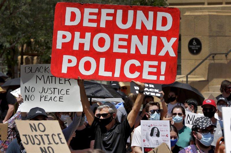 अमेरिका में पुलिस खत्म करने की मांग को लेकर प्रदर्शन।